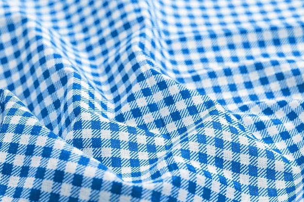 クラシックな青と白の市松模様の生地の質感。
