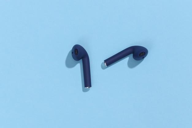 클래식 블루 컬러 트루 와이어리스 블루투스 헤드폰 또는 이어버드