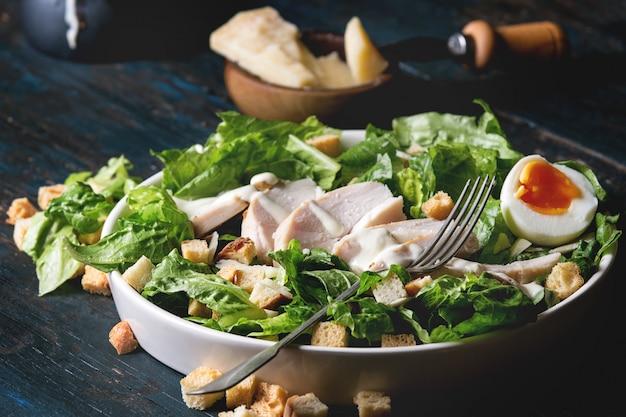 Классический салат цезарь