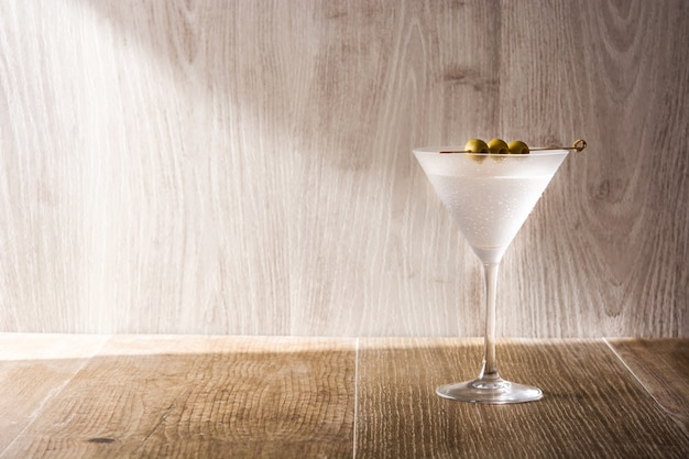 Классический сухой мартини с оливками
