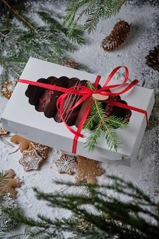 チョコレート釉薬のカスタードと古典的なフランスのエクレア
