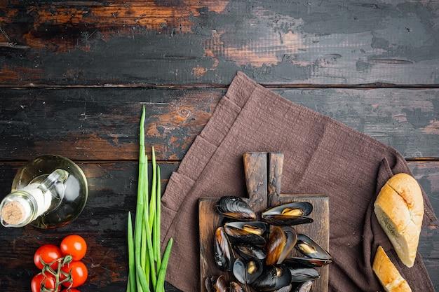 クラシックなフランス料理ムールマリニエールトップビューフラットレイ