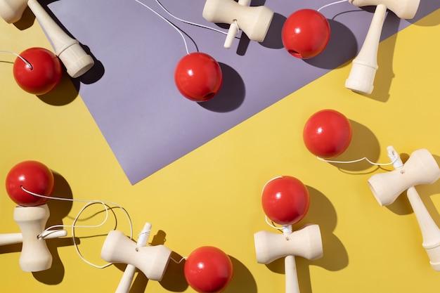けん玉をバックグラウンドで再生する古典的な日本のゲームけん玉新品と中古