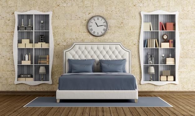 壁に本棚が付いている古典的な寝室