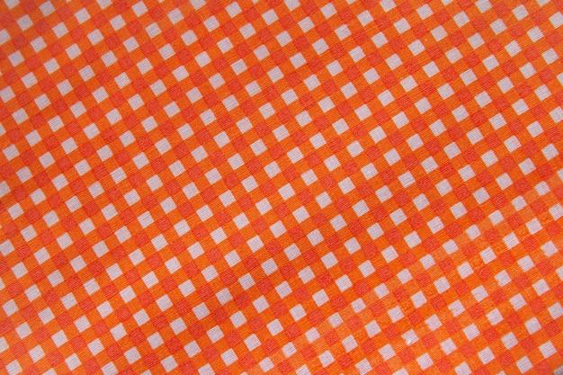 クラシックなオレンジのチェック柄の生地またはテーブルクロス