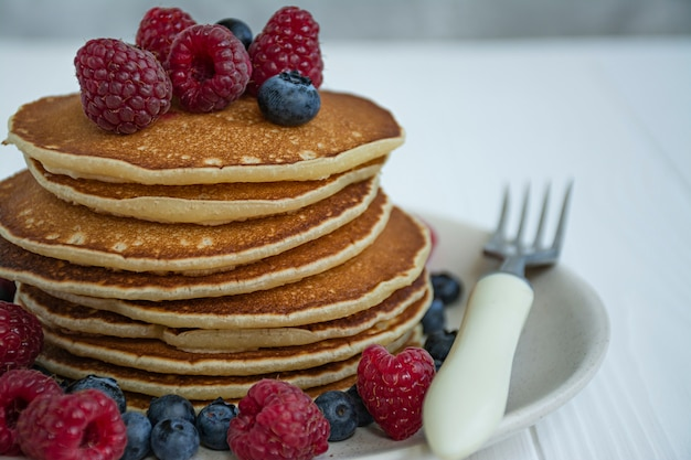 Classic pancakes with fruits