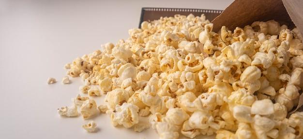 映画を見るための古典的なポップコーン、ポップコーンバナー