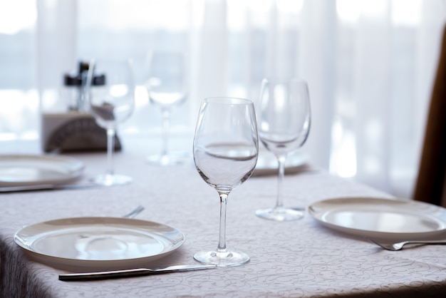 Классический столик в ресторане.