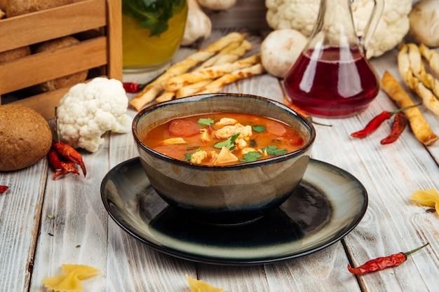 Классический суп том ям с рисовыми шампиньонами из креветок