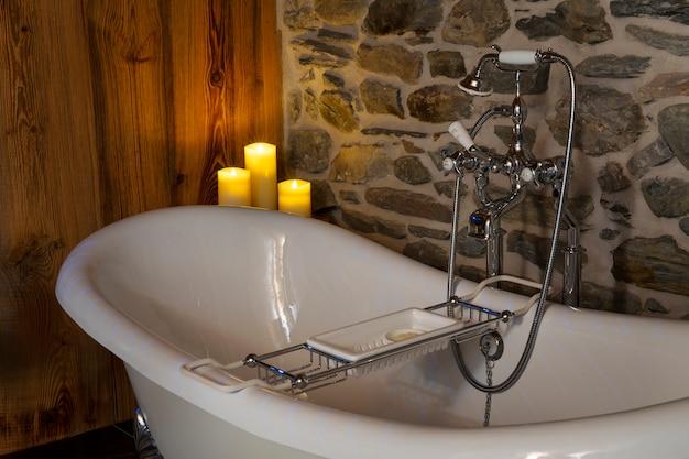 Классическая белая ванна из нержавеющей стали