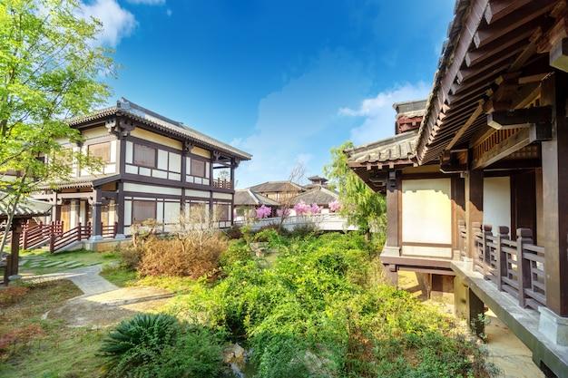 중국 구이저우에 있는 수이와 당나라 유적지 공원의 고전 건축.