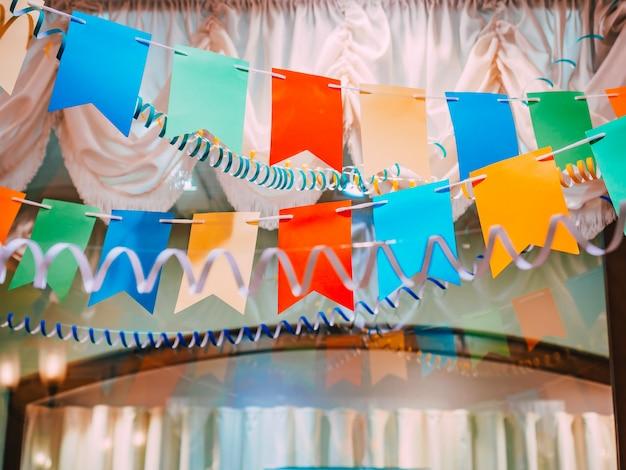 클래식 빈티지 소비에트 새해 장식 : 뱀, 화환, 깃발