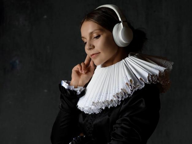 クラシックは永遠であり、アートは時代を超えています。中世の襟の若い女性