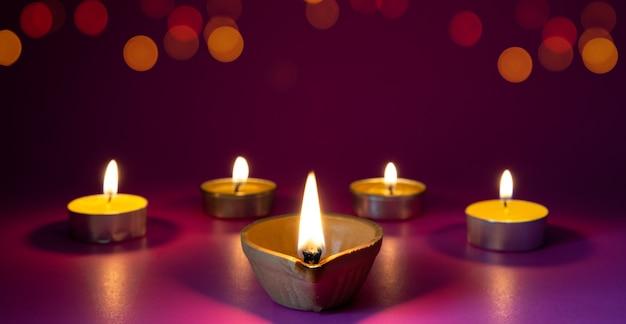 Dipavali, 힌두교 조명 축제 기간 동안 켜진 clay diya 램프