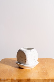 Глиняный цветочный горшок