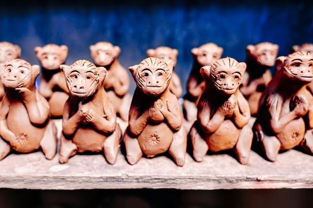 호이에서 관광 기념품으로 판매되는 점토 원숭이 인형
