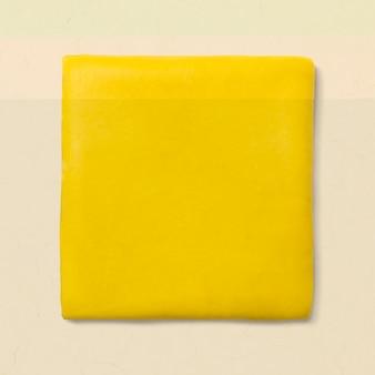 Grafica carina gialla di forma geometrica quadrata di argilla per bambini