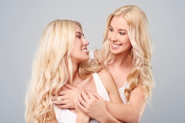 姉妹のきれいな美しさ