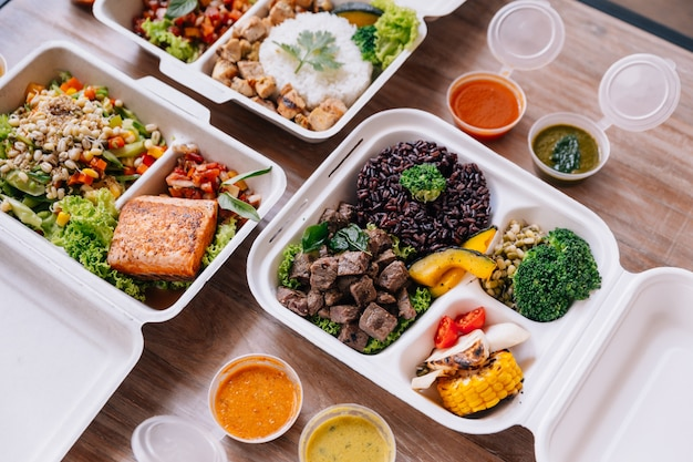 Clean food meal boxes: rice and rice berry with beef