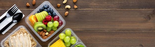 Чистые здоровые обезжиренные готовые к употреблению продукты в коробках
