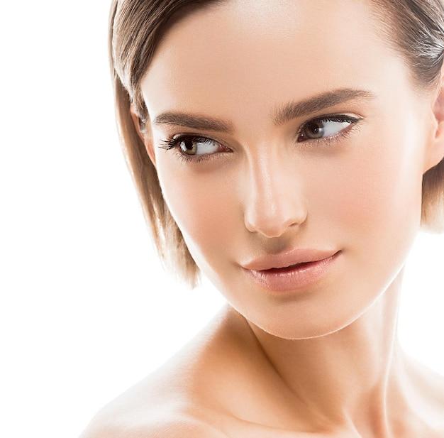 Healthyskin красоты красоты чистой кожи женщины естественный изолированный на белизне. студийный снимок.