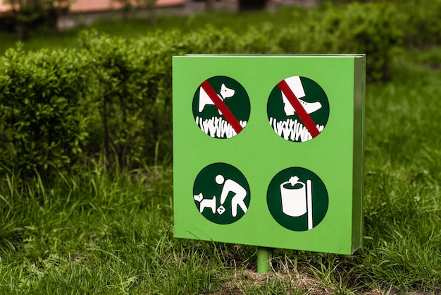 Clean up after your pet sign. do not walk on the grass sign