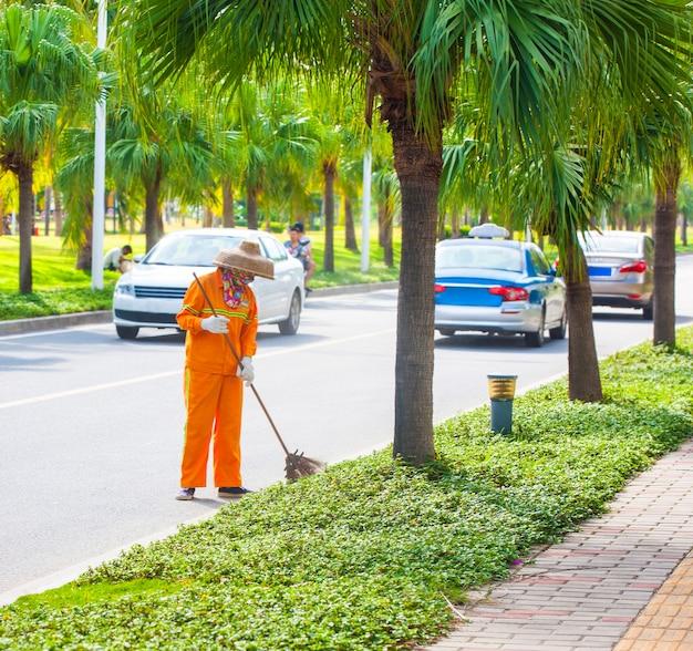 Более чистый мусор на улице в китае.
