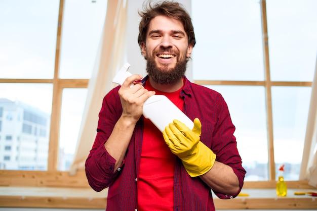 Очиститель резиновых перчаток моющее средство для мытья окон дома.