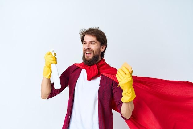 집안일 청소 청소 빨간 코트를 입고 세제 서비스.