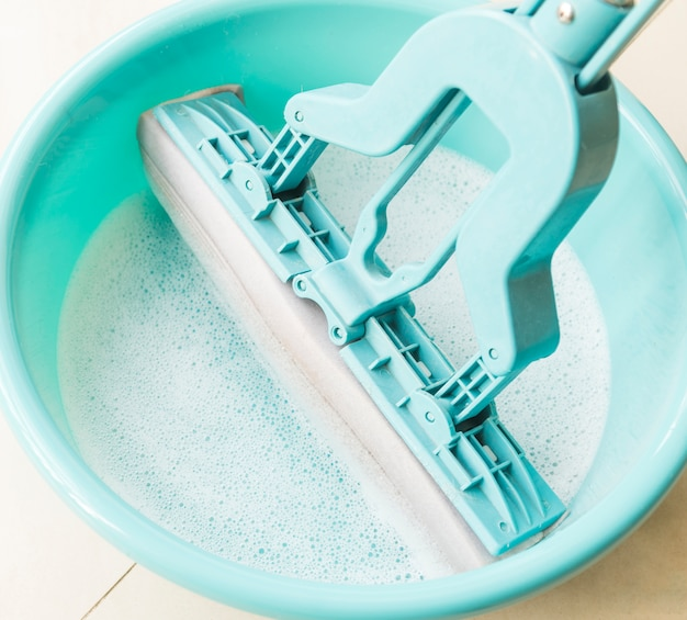 Concetto di pulizia con secchio