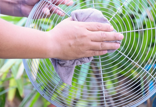 Cleaning electric fan, housework