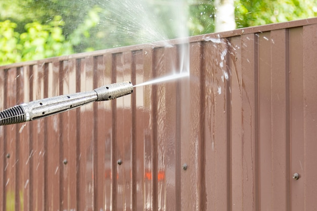 Cleaning fence with high pressure power washer