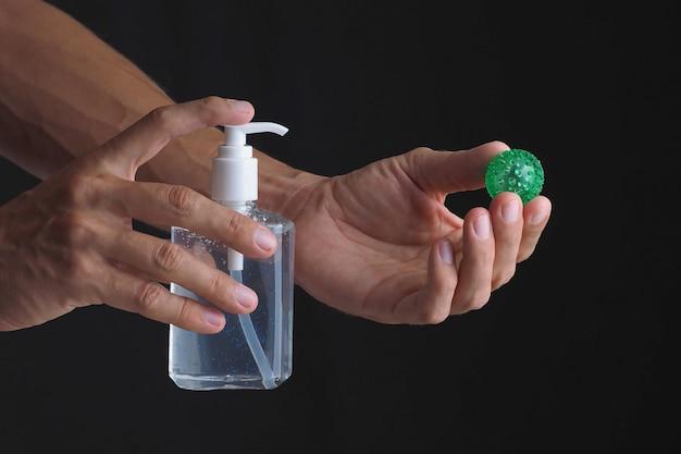 Очистка от вируса с помощью дезинфицирующего средства спиртового геля.