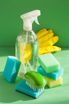Чистящие средства бытовые спрей кисть губка перчатка