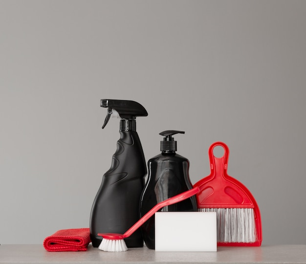 Cleaning kit on neutral surface