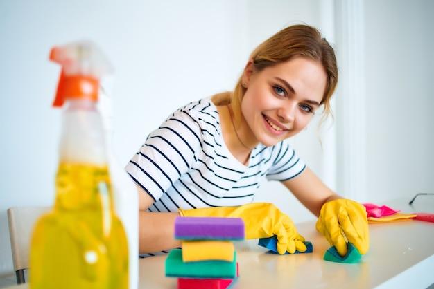 クリーニングレディ洗剤ルームサービス。高品質の写真