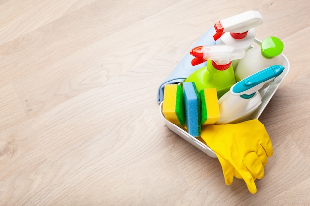 Чистящие средства бытовая химия спрей кисть губка перчатка