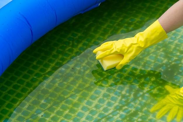 ポリ塩化ビニールの膨脹可能なプールの洗浄、藻類の汚れた空のプールの洗浄
