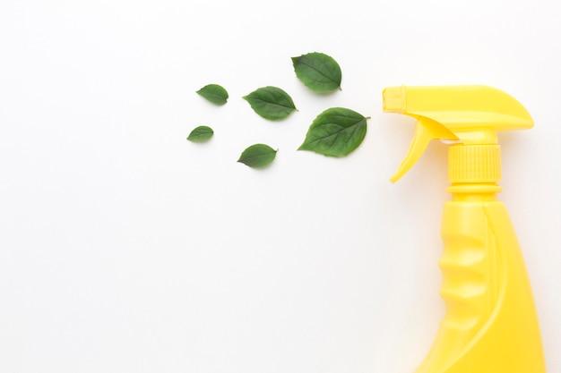 葉でスプレーを洗浄