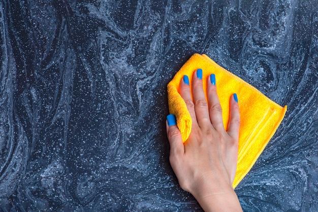 キッチンやバスルームのカウンタートップのお手入れ石大理石のクリーニング