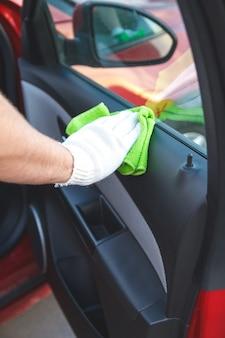 車のダッシュボードの掃除