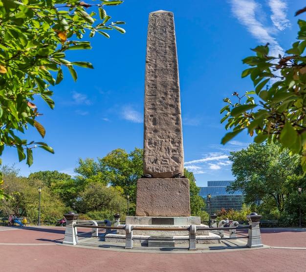 Игла клеопатры в центральном парке нью-йорка, сша