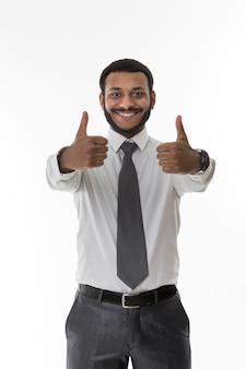 엄지손가락을 보여주는 점원 성공적인 점원 행복한 사람