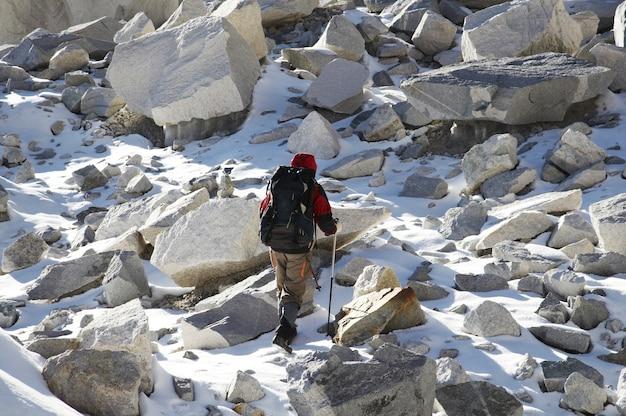 Альпинист на горе кордильера-бланка
