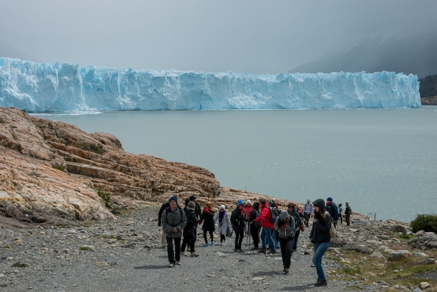 Climbers on perito moreno glacier, lake argentino, los glaciares national park, santa cruz province,