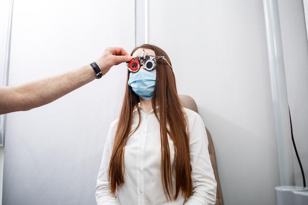 Инструмент для клинической оптометрии. профессиональная медицинская коррекция зрения.