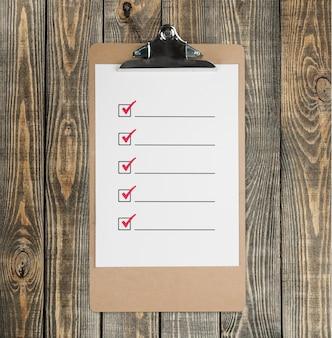 Буфер обмена, чтобы сделать список paperm на деревянном фоне