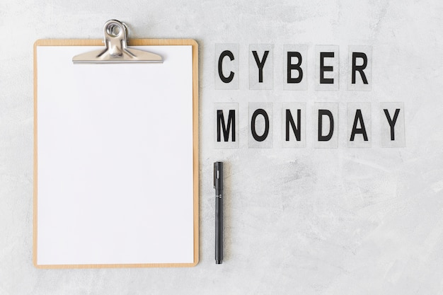 Clipboard with cyber monday inscription