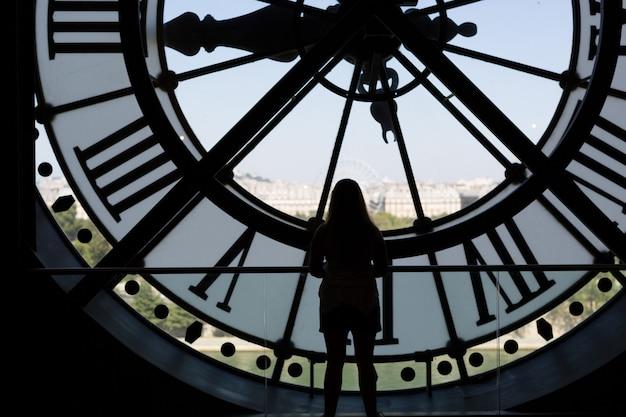 Часы силуэт