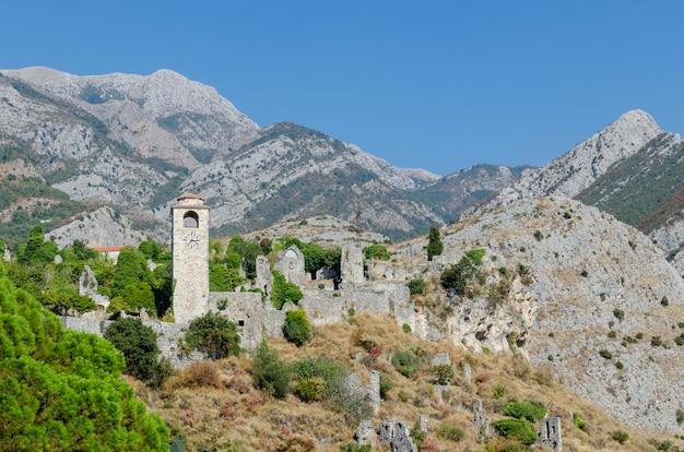 Часовая башня в старом баре, черногория